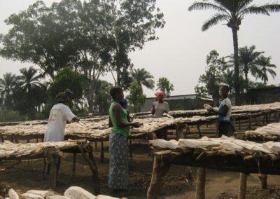 Séchage du manioc ©LesAteliersPIXEL