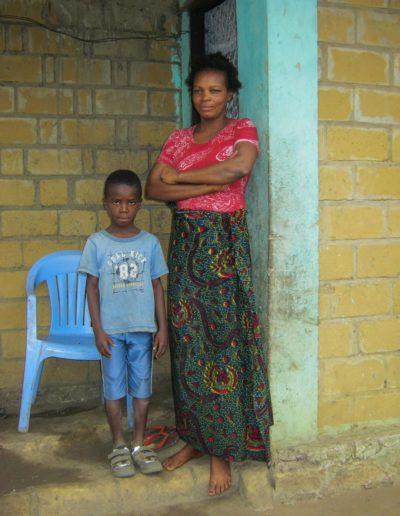 L'importance de la famille - Ma maman et mon petit frère ©LesAteliersPIXEL