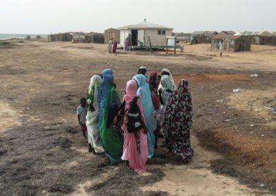 Discussion de groupe au village d'Iwik ©LesAteliersPIXEL